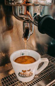 Im Cafe Die Kaffeemacher in der Stadtgalerie in Schwaz gibt es Kaffee und Kaffeespezialitäten