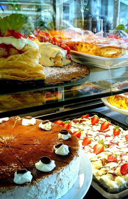 Torten, Kuchen und süße Desserts im Cafe Die Kaffeemacher in den Stadtgalerien in Schwaz in Tirol