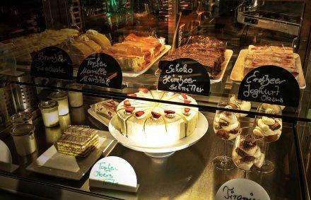 Kuchen und Torten im Cafe Die Kaffeemacher in der Stadtgalerie in Schwaz