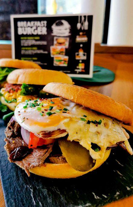 Frühstück Burger - herzhaft Frühstücken bei uns im Cafe DIE KAFFEEMACHER in den Stadtgalerien in Schwaz