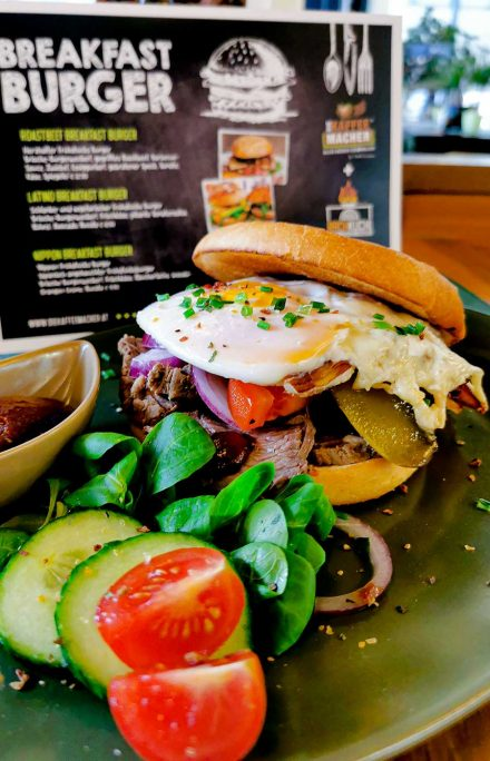 Lumberjack Frühstück-Burger gegrillt, kräftig, würzig, wild = pure Energie